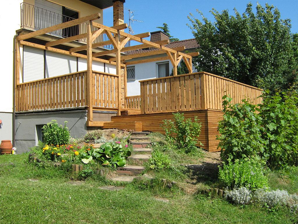 Gartenhütten und Pergolen